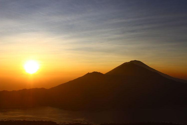 Sun shining through mountains