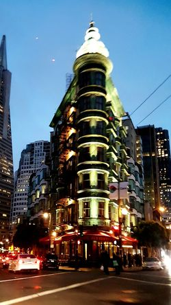 Corner Cornerarchitecture Corner Building San Francisco Night San Francisco Architecture San Francisco, California San Fransico Historical Place Urbanphotography San Francisco Urban Nature Hanging Out Looking Up Taking Pictures Taking Photos Corner Bldg. Building Exterior Architecture Built Structure City Life Travel Destinations Illuminated Outdoors Street City