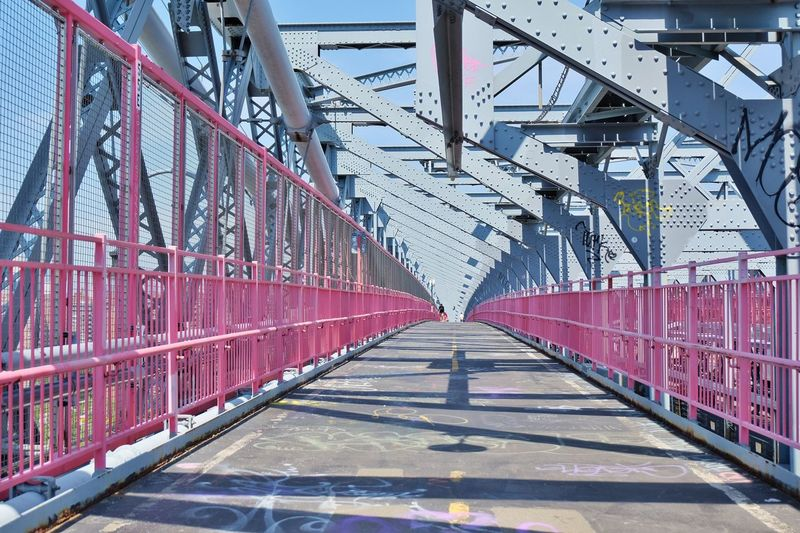 Williamsburg bridge during sunny day