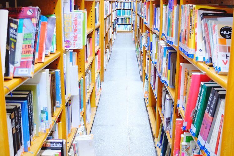 Bookshelf Public Library Color Portrait Daily Life EyeEm Korea