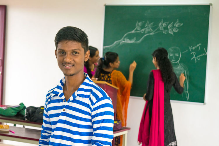 Really miss my college life and friendsMiindoors Standing Adult People Young Adult Portrait Blackboard  Smiling Classroom Confidence  Looking At Camera Adults Only Education Student Men One Person Day Only Men Young Women College College Life Collegelife College Campus Collegefriends Collegedays EyeEmNewHere