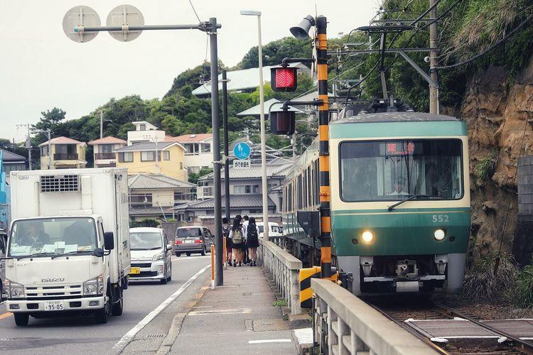 그들에겐일상나에겐추억 - 전차가 있는 풍경 . . #하루한컷 #가마쿠라 #일본 #japan #그들에겐일상나에겐추억 #5DMARK4 #신계륵 #EF2470F28LIIUSM Land Vehicle Sky