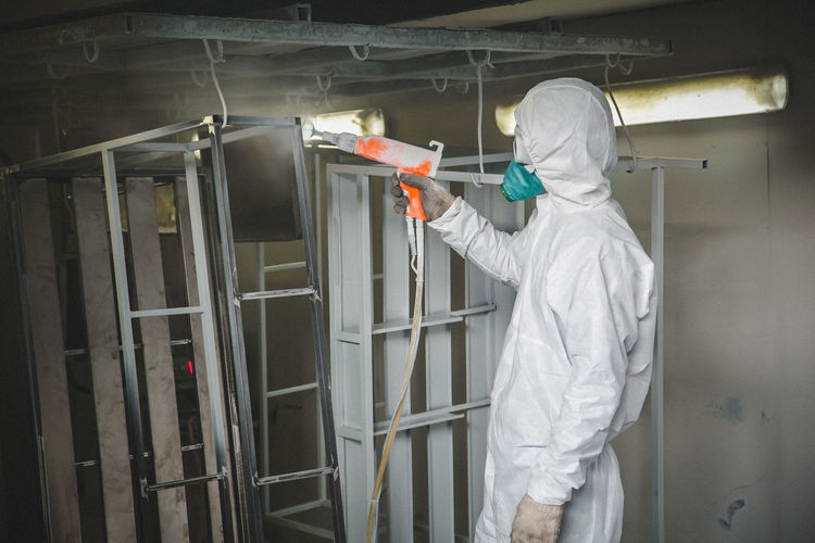 Paint work Adult Adults Only Business Hygiene Indoors  Industry Laboratory Men Occupational Safety And Health One Man Only One Person Only Men Paint Paint Work People Protective Glove Protective Mask - Workwear Protective Workwear Repairing Spray Bottle Spray Paint Technician Working