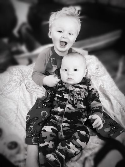 Brother love💕 Redhead Boy Boys Boyhood Boystyle Boys Will Be Boys Daniel Gage Hudson Wrangler Today's Hot Look Toddler  Love Baby Real People Childhood Cute Togetherness Babyhood Innocence Looking At Camera Love Lifestyles Holding Happiness Front View Indoors  Bonding Smiling First Eyeem Photo