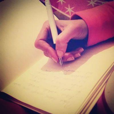 Bazen bir kalem bütün bir hayatı baştan yazar. Yazmak hafifletir. Kalem tükendikce içindekiler de azalmaya baslar.. Defter Kalem Duygu Düşünce sakinkafa geceninhüznüyazmakyeter konusamiyorsakyazamiyordadegiliz