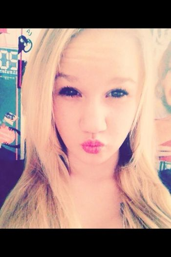 #doing#nothimg#me#blondie#girl*with#blond#hair