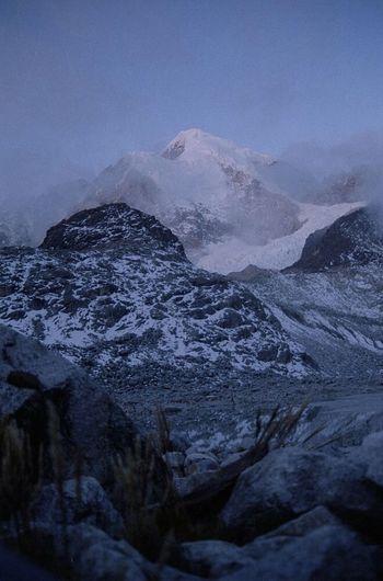 Illampu Laguna Glaciar Bolivia Cordillera Real Illampu visto desde campamento en laguna glaciar