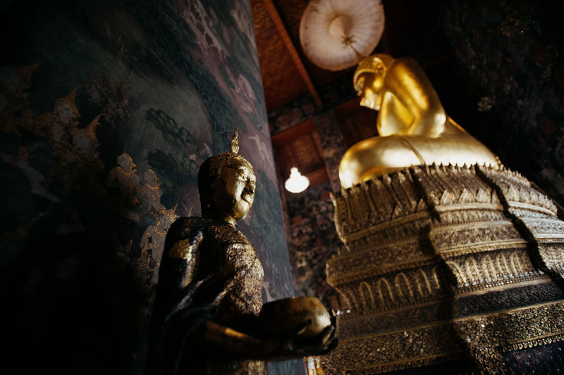 The golden buddha in the temple