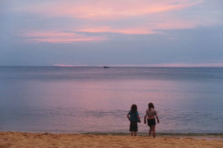 Sommergefühle Sea Water Horizon Over Water Nature Beach Two People Beauty In Nature Scenics Sunset Real People Sky Togetherness Leisure Activity Tranquil Scene Standing Tranquility Men Vacations Lifestyles Sand