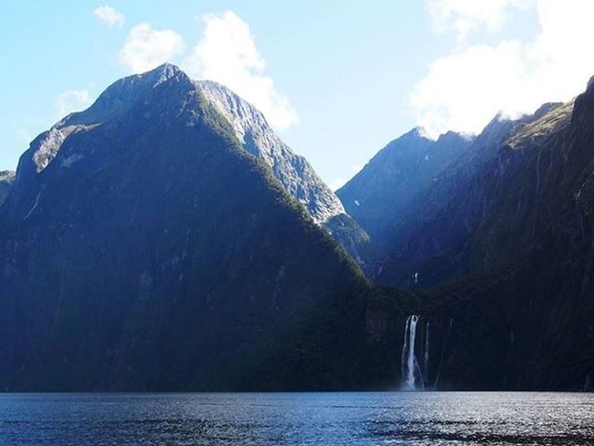 Milford Sound, on the South West corner of the South Island of New Zealand really is a paradise. ----------------------------------------------------- Milfordsound Milfordsoundcruise Newzealand Southisland Newzealandfinds Sound Fiord Kiaora Explorenewzealand Lovenewzealand Travelnewzealand Waterfalls Waterfall Mountains Clouds Lake Ocean Landscape Landscapelovers Landscapephotography Travel Instatravel Mytravelgram Travelgram Olympus takemeback paradise heavenonearth