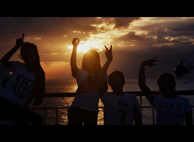Share L O V E with everyone. Sunset Beautiful Scenery ArtWork Sun Rays Check This Out Popular Photos Sunset_collection Hanging Out Friends Friendship