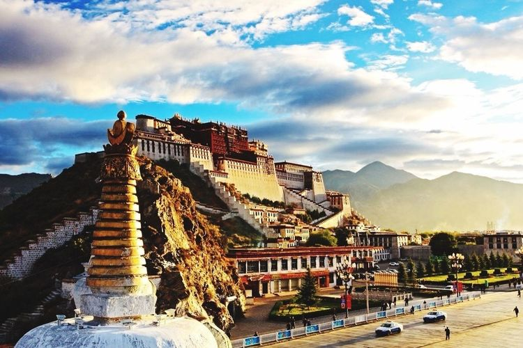the Potala Palace——Dalai lived, worked and made the Buddhist services in the Potala Palace.
