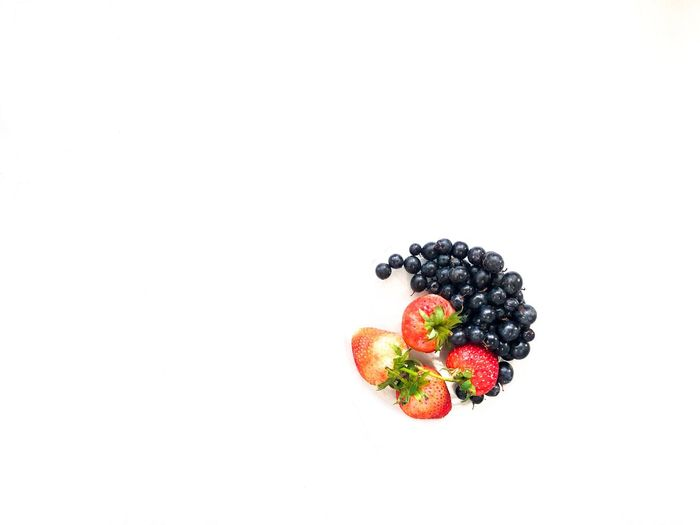 Blueberries and strawberries in circle shaped on the white background. Healthy Eating Berry Fruit Fruit Food And Drink Food Freshness Wellbeing Strawberry Blackberry - Fruit White Background Studio Shot Copy Space Indoors  No People Still Life Blueberry Healthy Lifestyle Ripe