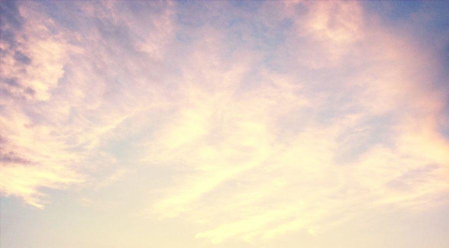 Clouds And Sky #sunset #sun #clouds #skylovers #sky #nature #beautifulinnature #naturalbeauty #photography #landscape 黄昏