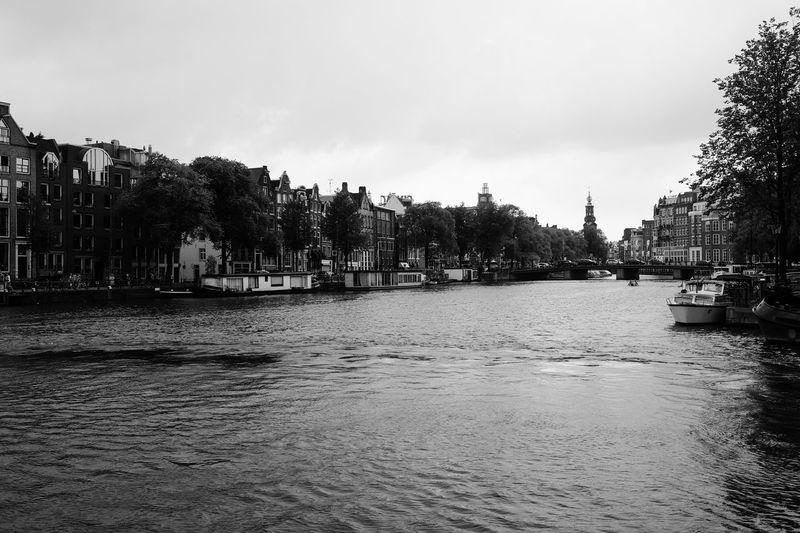 Un moment. Amsterdam Amsterdam Architecture Amsterdam Canal Amsterdamcity Architecture Black & White Cityscapes Geometric Shapes No People Streetphoto_bw Urban Architecture Urban Geometry Urban Landscape