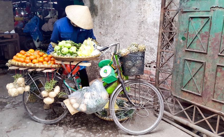 Lunchtime! Taking A Break Amateur Photography Hanoifood Fruit Seller Selling Fruit Fruit Vietnam Hanoi, Vietnam Ba Dinh, Vietnam Truc Bach Truc Bach, Hanoi Chau Long Market