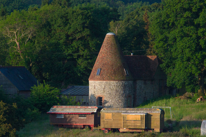 Oast House,Garden of England, Kent, England. Plant Nature No People Built Structure Architecture Building Exterior Outdoors Building Hops Beer Brewing Travel Destinations Tourism Caravan Rural Scene Countryside EyeEm Gallery Vivid International Getty Images Architecture Iconic Buildings Tree Day Land Field Growth Green Color Wood - Material Environment Landscape Forest Beauty In Nature Non-urban Scene