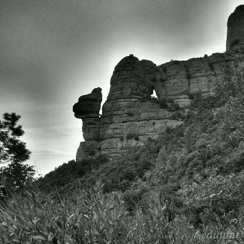 La Cadireta i la roca Foradada , a Montserrat , Catalunya catalunyaexperience gaudeix_cat descobreixcatalunya enviedecatalogne
