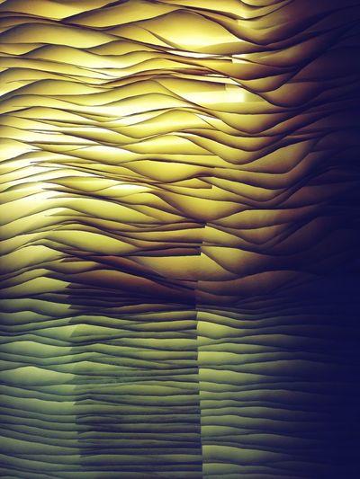 用紙張做光線的引子真是好安排。