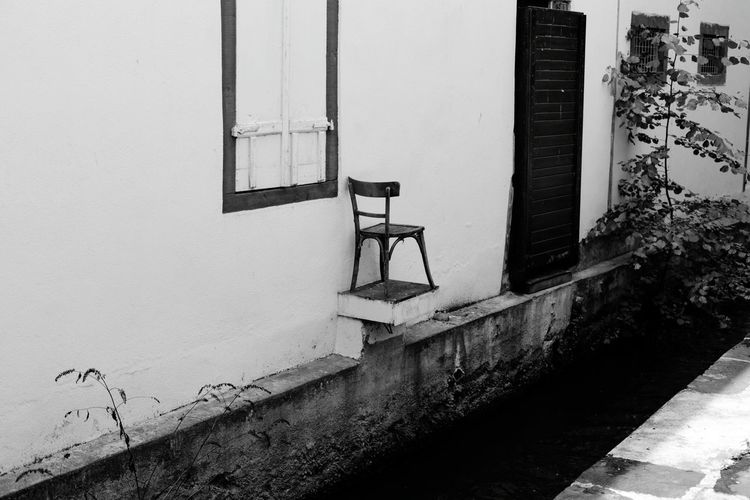 chair in the air Chair Strange Architecture Strange Things Blackandwhite Straight Lines House Facade Chair Chairswithstories Chair Design Chairs Outside Curiosities Water Architecture Sky Built Structure The Still Life Photographer - 2018 EyeEm Awards