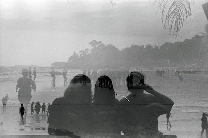 Film Film Photography Sea Life Beach Memories Friends Ilford Agfa Optima Photography Monochrome Blackandwhite Silhouette Hanging Out Relaxing