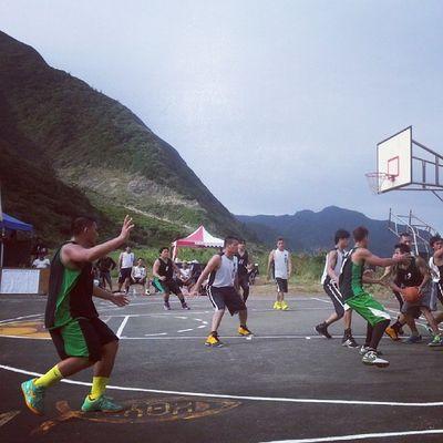 去哪裡找背山面海的籃球場 東清加油