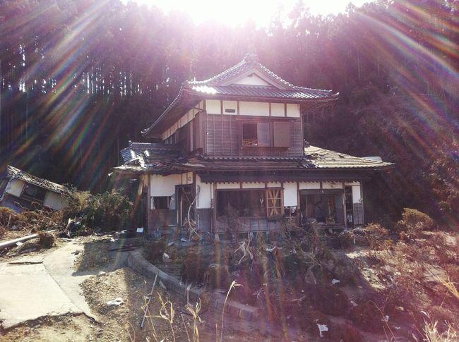 Japan Tsunami The House On The Hill March 11 Washed Over Tohoku Minamisanriku 2011 Japanese House Sally Jane Sunshine