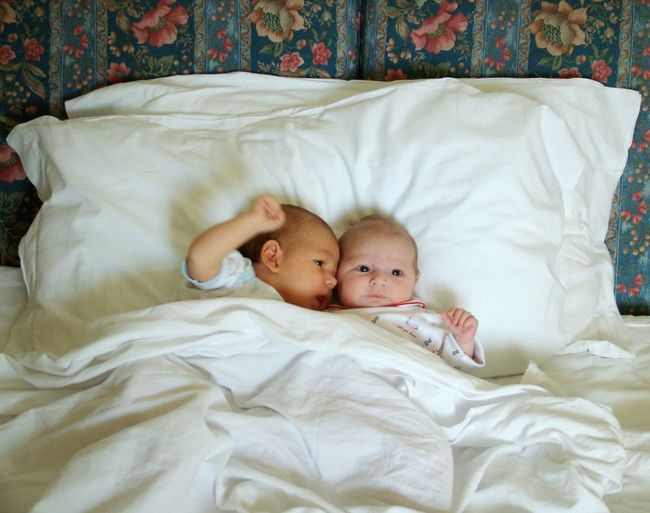 Babies Children Embrace First Timers Friends In Bed Laying In Bed Love Love Without Boundaries Lovely Lovers Pillow Romantic Young Lovers Couple Colour Of Life