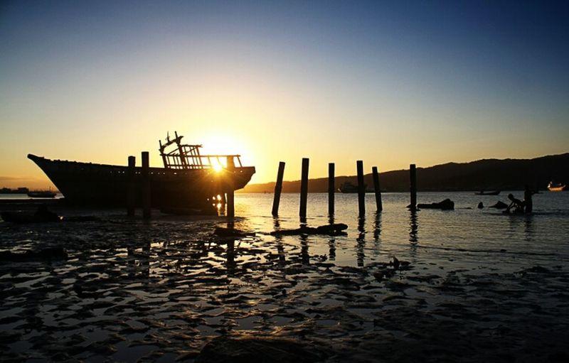 EyeEm Best Shots - Sunsets + Sunrise EyeEm Gallery EyeEm Best Shots Tadaa Community Abandoned Sea And Sky Ship Kendari Bay