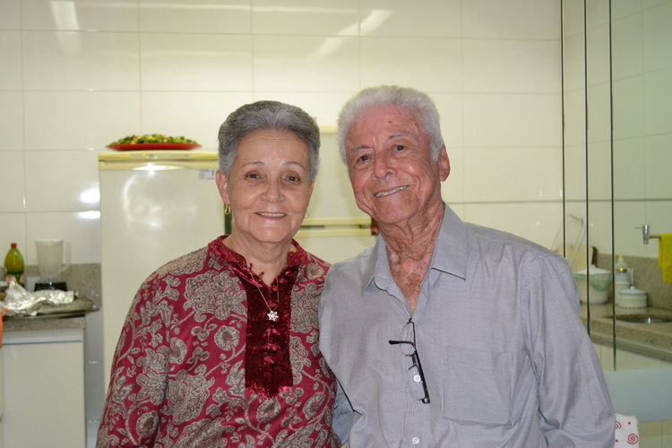 Eles se amam d+ ... Boyfriend Confidence  Girlfriend Grandma Grandpa Happiness Happy People Indoors  Lifestyles Looking At Camera Married Merry Christmas Merry Christmas! MerryChristmas Old School Oldschool People People Photography Peoplephotography Portrait Real People Smiling