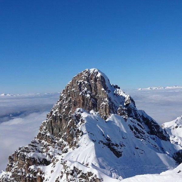 Meribel Courchevel  Ski Sunnyday magique poudreuse neige ciel bleu montagne nuages