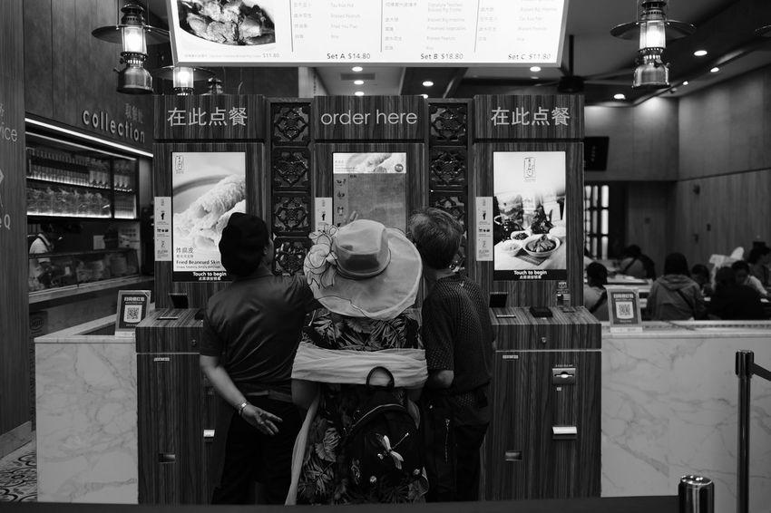 Fujifilm_xseries Fujifilm FUJIFILM X-T2 FujiAcros Streetphotography Streetvendor Street Street Photography Streetphoto_bw Fujinon23mm Fujinon 23mm F1.4 Noiretblanc Men Women Store City Technology My Best Travel Photo EyeEmNewHere