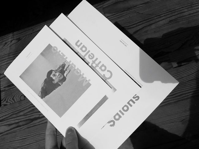 Voici une idée pour occuper vos futures vacances de Noël 🌲 : une visite guidée de l'exposition Maurizio Catellan. Avant d'aller à la Comédie Française voir la pièce d'Alil Varvav à Clichy. Je suis tombée sur une médiatrice tellement cool et intéressante qu'elle avait un sticker Hypnus 🌀 collé au dos de son téléphone. Conseil TIP Exposition Temps-libre Sortie Culture