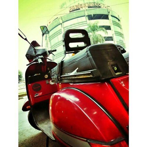 Myvespa Excel Bogor PangrangoPlaza bopscoot Vespalover snapseed PhotoGrid Instapic Bogor sunday ride cc : @bopscoot