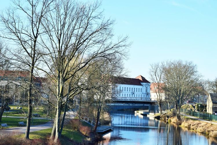 Blick über die Havel zum Schloss Oranienburg Architecture Tree Built Structure Water Sky Bare Tree Building Exterior Plant Nature Day No People Building Reflection River Outdoors Bridge Waterfront Residential District River Havel Castle Naturelovers City Life Winter