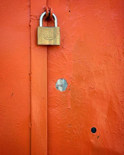 ما بر در عشق حلقه کوبان، تو قفل زده، کلید برده... . مولانا مولوی عشق قفل عکس عکس_نوشته عاشقی عکس عکس_نوشته شعر Photo Photooftheday Lenzgram Ax_matn Ax Mowlana Molana Art Door Romantic Love Photooftheday Lock Photogrid Photographyislifee