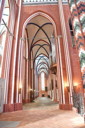 Münster Bad Doberan innen Münster Bad Doberan Innenansicht Kirchenschiff Arch Architecture Built Structure The Way Forward Building Direction In A Row Arcade Indoors  Corridor Diminishing Perspective No People Day Religion Architectural Column Belief Place Of Worship Illuminated Empty Arched Ceiling