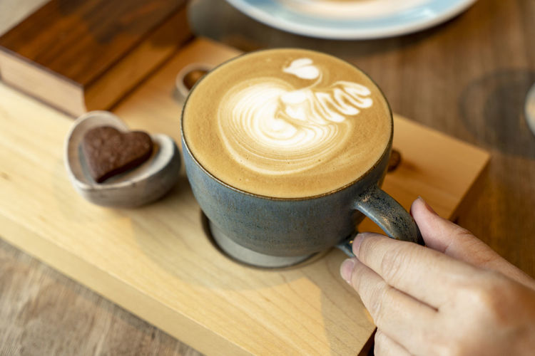 wake up for coffee Latte Art Hot Coffee On A Cold Day Cafe Cafe Latte Foam Art Milk Latte Cookies🍪