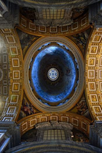 Roma Rome Italy🇮🇹 Vaticano San Pedro VaticanCity Basilica Di San Pietro In Vaticano Center Famous Place Camera The Week Of Eyeem Ancient Architecture Photographer Photography Old Walk Marmol Exploring Streetphotography Picoftheday Photooftheday Cupule From Below