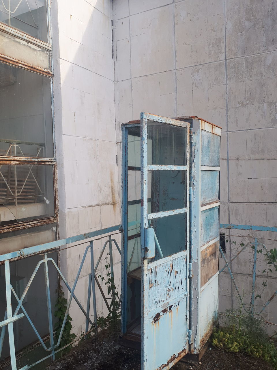 architecture, built structure, abandoned, building, entrance, damaged, no people, obsolete, door, building exterior, old, day, wall - building feature, run-down, decline, deterioration, outdoors, bad condition, domestic room, weathered, ruined
