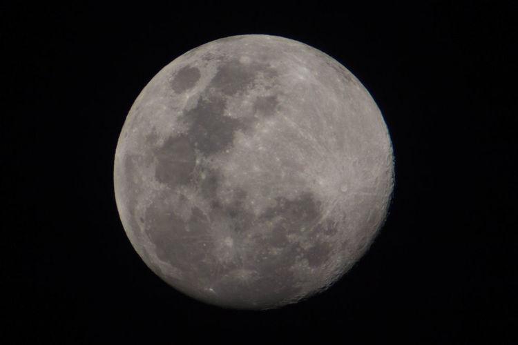 EyeEm Nature Lover EyeEmNewHere Astrology Astronomy Beauty In Nature Circle Exploration Full Moon Geometric Shape Moon Moon Surface Moonlight Nature Night Sky Space Exploration