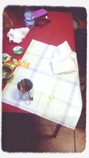 Siódmy dzień razem a Danusia nadal potrafi mnie zaskoczyc... siadamy do śniadania polowych warunkach szkoły a Ona co?.... wyciąga ceratkę! :)))