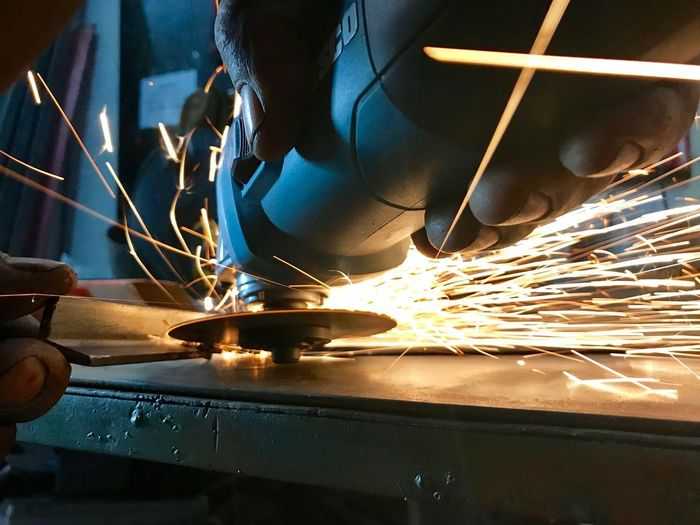 Esmerilhador Human Body Part Indoors  Sparks One Person Occupation Working Blurred Motion Human Hand Close-up Metal Metal Industry