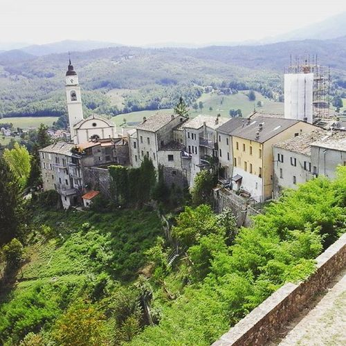 It seems like I cant really get over the beauty of this Landscape Borghitalia Compiano Landscapelovers Bellaitalia  Ig_italia Ig_emiliaromagna Views Scorcio TBT  Tbts Discoveritaly Valley Colline Campanile Paesino Ikr Idontwannaleave Belltower