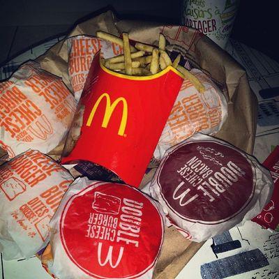 Juste Instamiam Miam_ ahahahah McDo Imlovinit ' burger izy cheese doubletap bacon eatwell eat fastfood .... ? ? .... burgers cheese cheeseburgers juicy homemade party luau goodeats foodporn eats4u ..