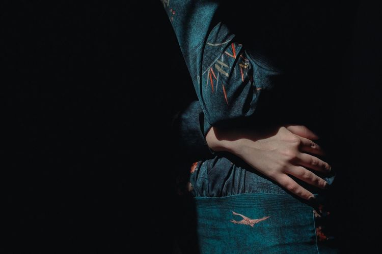 Light And Shadow Shadows & Lights Composition Human Body Part Hand Detail VSCO Cam VSCO Fujifilm_xseries Light FujiX100T Shadow Shadows Indoors  Young Women People Model Standing Girl