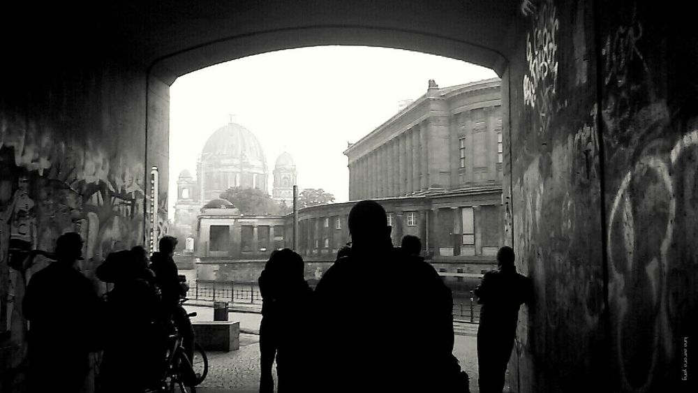 ... ( Streetphoto_bw , People Watching , Architecture , Cityscapes )