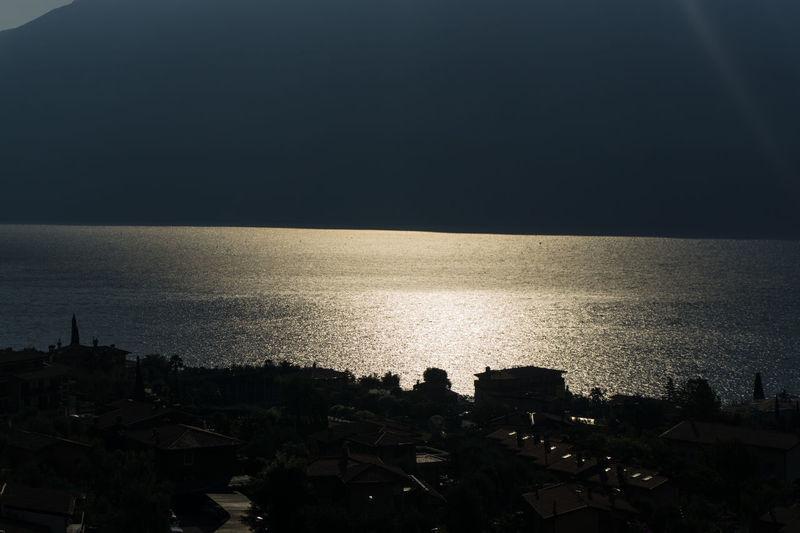 italia Italia Italie Italien Italy 🇮🇹 Light Luce Morgensonne Morning Light Morning Sun Silhouette Contrast Contrasto Italy Italy❤️ Italy🇮🇹 Lago Lake Mattino Reflections Riflessi Sun Rays ıtaly