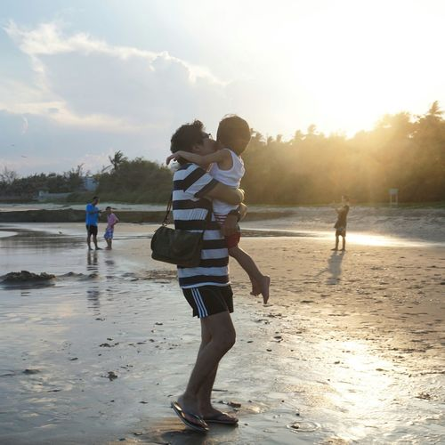 Modern Father The Week Of Eyeem Summer 2015 Happy Family Father And Son This Week On Eyeem On The Beach The Week On EyeEm