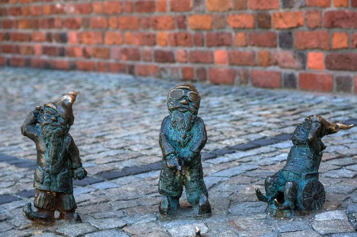 Wall Figures Gnomes Leprechaun Leprechauns Sculpture Street Wall - Building Feature